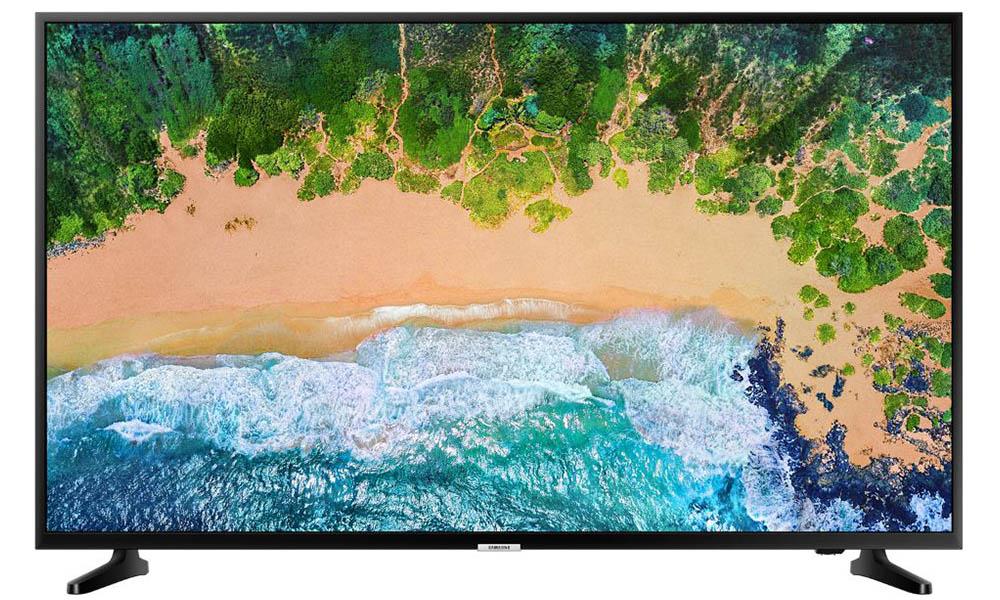 """Grande com a Smart TV LED 43"""" disponível na Conforama"""